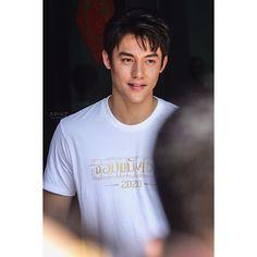 สวัสดีครับ ผมชื่อ 'วิน' #จอมขมังเวทย์2020 #mark_prin I Have A Crush, Having A Crush, Rectangle Face, Mark Prin, Face Cut, Thai Drama, Korean Artist, Asian Actors, Celebrity Couples