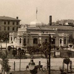 Karaköy ile Tophane arasında yer alan ve 1950'li yıllarda rıhtım inşası sırasında yıktırılan Seyr-i Sefain binası. Fotoğraf 1930'lu yıllarda çekilmiş. (Kaynak: SALT Arşiv) #istanbul #1930s