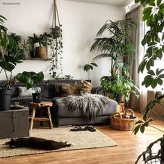 retro home decor 39 Amazing Bohemian Living Room Decoration Ideas This Spring Zen Living Rooms, Interior Design Living Room, Living Room Designs, Plants In Living Room, Earthy Living Room, Plant Rooms, Interior Designing, Design Bedroom, Bohemian Interior