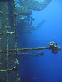 Aufbauten an der nördlichen Seite des 110 Meter lagen Frachter-Wracks