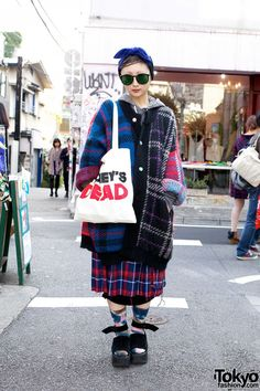 Stylish Matsuri on the street in Harajuku with plaid coat, Honey's Dead Bag & Studded Tokyo Bopper. Asian Street Style, Tokyo Street Style, Japanese Street Fashion, Tokyo Fashion, Harajuku Fashion, Harajuku Style, Japan Street, Colorful Fashion, Love Fashion