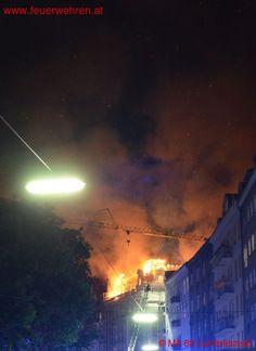 BF Wien: Dachstuhl in Vollbrand - Alarmstufe 2 #firefighters #feuerwehr #vienna