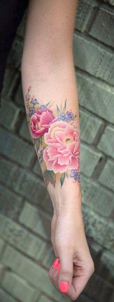 Colorful Watercolor Flower Forearm Tattoo Ideas for Women - Pink Realistic Floral Arm Sleeve Tat -  ideas del tatuaje del antebrazo de la flor de la acuarela para las mujeres chicas - www.MyBodiArt.com