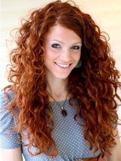 Pelo rizado largo Long Curly Hairstyle for Copper Hair Curly Hair Cuts, Long Curly Hair, Curly Hair Styles, Natural Hair Styles, Deep Curly, Wavy Hair, Curly Girl, Natural Curls, Long Layered Curly Haircuts