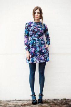 vestido corto de flores azul  #invitadasboda #vestidoscortos #vestidosfiesta #nochevieja http://www.apparentia.com/mujer/vestidos/cortos/ficha/1628/vestido-flores-zoraida/