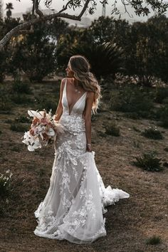 51 Best Beach Wedding Dresses For Seaside Ceremony ❤ beach wedding dresses sheath deep v neckline tali photography In general, the choice of beach wedding dresses is endless. Such a romantic type wedding is much deserving of a simple sexy wedding dress. Simple Sexy Wedding Dresses, Best Wedding Dresses, Bridal Dresses, Boho Beach Wedding Dress, Wedding Dress Trumpet, Modest Wedding, Simple Weddings, Perfect Wedding Dress, Lace Weddings