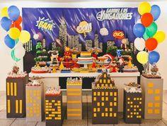 Encontrando Ideias Lego Batman Party, Batman Birthday, Lego Birthday Party, Minion Party, Baby Birthday, Superhero Party Decorations, Birthday Party Decorations, Wonder Woman Birthday, Mask Party