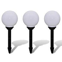 Deze 3-delige LED zonne-energie lampenset wordt compleet geleverd met buizen, ankers en oplaadbare batterijen. Het is een prachtige lichtdecoratie voor in uw tuin, patio, langs tuinpad of op het balkon. Iedere balvormige lamp is gemaakt van duurzaam plastic. Met vier 0,1W LED peertjes per lamp , hebben de lampen een totaal vermogen van 0,4W. De complete set levert 1,2W aan licht. De tuinlampen zijn gemakkelijk te installeren en plaatsen. U kunt de hoogte van de lampen zelf bepalen, door een…