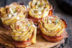 Potato Roses gratins would be great for entertaining, since you can make them ahead, and keep them warm in the pan, or cool and reheat in the oven when Potluck Recipes, Appetizer Recipes, Snack Recipes, Cooking Recipes, Bacon Wrapped Potatoes, Roasted Sweet Potatoes, Baked Potatoes, Rose Potato, Bacon Roll