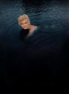 Marilyn Monroe swimming in Nevada, 1960. Shot by Eve Arnold.