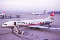 SATA SE-210 Caravelle 10B 1R, HB-ICO am Flughafen Basel-Mulhouse. Im Hintergrund eine Boeing B707-320 der Schweizer Fluggesellschaft Phoenix, sowie eine Boeing B747-200B der South African Airways, ca. 1976 - Foto: Andres Iller