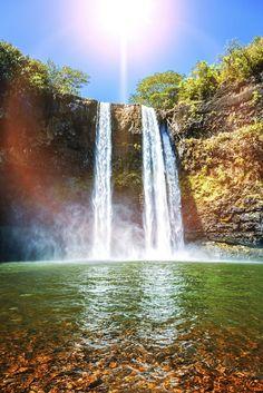 みなさんカウアイ島に行ったことがありますか?カウアイ島はハワイで最古の、自然がとても豊かな島です。今回は魅力たっぷり、カウアイ島に行くべき理由をご紹介します。