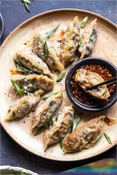 Homemade Vegetable Potstickers with Toasted Sesame Honey Soy Sauce. Homemade Vegetable Potstickers w Asian Recipes, Gourmet Recipes, Vegetarian Recipes, Healthy Recipes, Chinese Recipes, Vegan Recipes Vegetables, Veggies, Delicious Recipes, Side Dishes