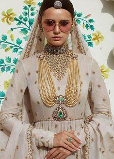 Wedding Jewelry Indian Sabyasachi Jewelary Jewelry For Wedding Simple Wedding Jewelry Ideas For Bride Wedding Jewelry Simple, Indian Wedding Jewelry, Indian Bridal, Bridal Jewelry, Wedding Simple, Gold Jewellery, Silver Jewelry, Designer Jewellery, Jewellery Designs