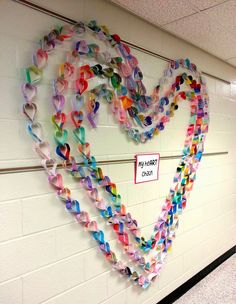 Art with Ms. Nguyen (FKA - Art with Ms. Art with Ms. Gram: My Paper heART Chain! - Lovely collaborative paper craft idea making a fabulous Valentine school display Art with Mrs. Nguyen (Gram): sculpture- hopes and dreams? cut individual hearts - ask clien Group Art Projects, Collaborative Art Projects For Kids, School Displays, Heart Chain, Art Lessons Elementary, Valentine Day Crafts, Valentine Decorations, Heart Decorations, Paper Hearts