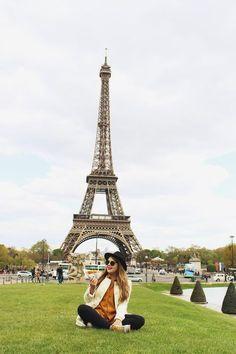 E o post de hoje é especialmente para compartilhar o terceiro vlog da viagem que fiz para a capital da França no final de abril. Essa terceira parte leva vocês para dentro do Louvre, conhecer a Monalisa e mais uma porção de obras de arte de grande valor histórico para a humanidade! Passeamos por Paris de metrô e fomos fazer comprinhas na Galeria Lafayette, comemos um crepe admirando a Torre Eiffel e curtimos um espetáculo incrível no Moulin Rouge. Aliás, incrível é pouco para descrever o que…
