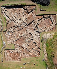 Ness of Brodgar aerial shot by Hugo Anderson-Whymark Ancient Ruins, Ancient Art, Find Picture, Picture Wall, Orkney Islands, Outer Hebrides, Castle Ruins, Design Seeds, Room Stuff