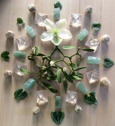 Aventurine, Quartz, Grossular, Cyclamen leaves, Helleborus and Mistletoe.....Woodlights Woudlicht