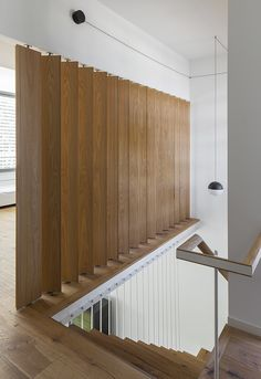 wooden vertical louvers and FLOS pendant light Lampara escalera Room Partition Designs, Wood Partition, Flur Design, Stair Lighting, Pendant Lighting, Lighting Ideas, Stair Handrail, Concrete Furniture, Home Ceiling