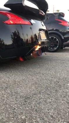 Nissan hitting the and catching on fire. Thankfully the dude saved the day with a cup of Pepsi 😂🔰 Custom Muscle Cars, Custom Cars, Nissan 370z Convertible, Sport Cars, Race Cars, Auto Gif, Best Jdm Cars, Street Racing Cars, Auto Racing