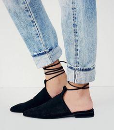Jeffrey Campbell Hey Juliet Flat in Black // Black pointy toed flats