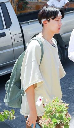 """َ on Twitter: """"when he wears baggy clothes he becomes tinier 🥺… """" Bts Bon Voyage, Baggy Clothes, Bt S, Pretty Girls, How To Wear, Hoseok, Amazon, Twitter, Amazons"""