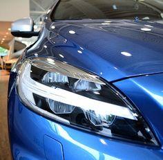 V40 R-Design facelift. #volvo #volvotvk #tonvankuyk #volvov40 #v40 #rdesign #burstingblue #led #polestar #volvopolestar #volvomoment #volvopower #volvolove #volvoforlife #volvocars #instacar #cars #volvodesign