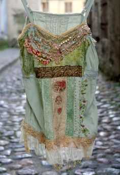 Delicate romantic silky top is altered with various antique laces- handmade bobbin lace, cream silk alencon lace, bronze metallic lace and vintage Boho Outfits, Pretty Outfits, Cute Outfits, Hippie Style, Bohemian Style, My Style, Hippy Chic, Boho Chic, Ropa Shabby Chic