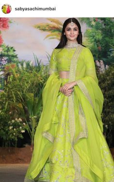 What to Wear in an Indian Wedding – FashionVibes Indian Wedding Outfits, Indian Outfits, Indian Reception Outfit, Wedding Sari, Western Outfits, Alia Bhatt Lehenga, Lehenga Choli, Green Lehenga, Lehenga Style