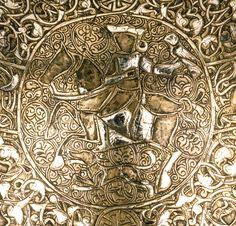 Türk Kozmolojisi: Nefis bir Kandil, üzeride Türk özelliği olan figürler harika