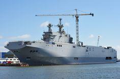 Russian Mistral Vladivostok under construction on April U. Naval Institute Combat Fleets of the World Photo Drones, Poder Naval, Bacolod City, Royal Canadian Navy, Trains, Soviet Navy, Capital Ship, Naval History, World Photo