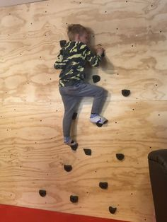 Kids Indoor Gym, Kids Gym, Fun Projects, Wood Projects, Diy For Kids, Cool Kids, Traditional Toys, Climbing Wall, Rock Wall