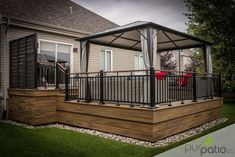 Project carried out by Pur Patio. Rope Swing colors Trex composite patio … - Home & DIY Patio Plans, Pergola Plans, Backyard Patio Designs, Patio Gazebo, Patio Ideas, Diy Deck, House With Porch, Decks And Porches, Building A Deck