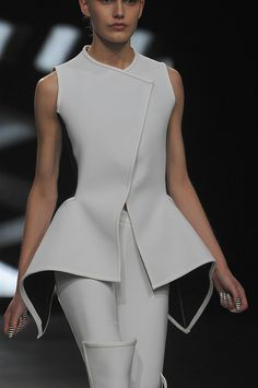 148 details photos of Gareth Pugh at Paris Fashion Week Spring 2012.