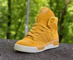 """adidas Originals Rivalry High """"Gold Suede"""" Must get a pair of these great color & shape ! Me Too Shoes, Men's Shoes, Shoe Boots, Shoes Sneakers, Roshe Shoes, Nike Roshe, Sneakers Fashion, Fashion Shoes, Mens Fashion"""