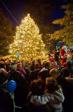 Holidays in Philadelphia: Rittenhouse Square Tree Lighting Ceremony (Photo by J. Smith for GPTMC)