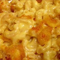 Cracker Barrel is famous for its comfort home-style cooking. This Cracker Barrel Macaroni and Cheese recipe is better than Moms mac and cheese! Recettes de cuisine Gâteaux et desserts Cuisine et boissons Cookies et biscuits Cooking recipes Dessert recipes Cracker Barrel Macaroni And Cheese Recipe, Cracker Barrel Recipes, Macaroni Cheese Recipes, Homemade Mac And Cheese Recipe Baked, Best Mac N Cheese Recipe, Crockpot Mac And Cheese, Top Secret Recipes, Restaurant Recipes, Gastronomia