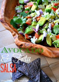 Creamy avocados and salty feta are perfect together in this yummy salsa! Guacamole, I Love Food, Good Food, Yummy Food, Healthy Snacks, Healthy Eating, Healthy Recipes, Easy Recipes, Pesto