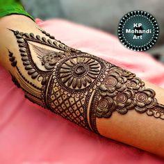 #mehndi #Mehandi #henna #HappyClients #Designs #indianbride #gujarat #artwork #wedmegood #hennadesign #delhi #ahmedabad #punjabibride… Peacock Mehndi Designs, Hena Designs, Simple Arabic Mehndi Designs, Stylish Mehndi Designs, Wedding Mehndi Designs, Mehndi Designs For Fingers, Beautiful Mehndi Design, Best Mehndi Designs, Henna Tattoo Designs