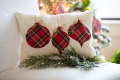 Upcycling Ideas and Craft Projects with Flannel Fabric from Flannel Shirts : Flannel applique Christmas holiday pillow decor Christmas Applique, Christmas Sewing, Plaid Christmas, Christmas Projects, Holiday Crafts, Christmas Holidays, Christmas Decorations, Christmas Ornaments, Europe Christmas