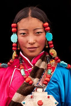 Preserving Tibet's culture and history: Interview with National Geographic's Michael Yamashita Michel Yamashita about travel photography Portrait Photography, Travel Photography, Fashion Photography, Photography Tips, Landscape Photography, Pretty People, Beautiful People, People Around The World, Around The Worlds