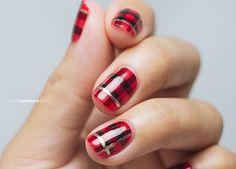 20 Easy And Fabulous DIY Christmas Nail Art Design Tutorials