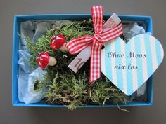 """Ohne Moos nix los"" wer kennt das nicht, aber auf die Verpackung kommt es an! Da… ""No problem with moss"" Who does not know that, but it depends on the packaging! The ideal gift for many occasions! Now also available as a Christmas box! Halloween Gifts, Valentine Gifts, Diy Gifts, Christmas Gifts, Christmas Ornaments, Presents For Boyfriend, Boyfriend Gifts, Diy Birthday, Birthday Gifts"