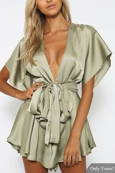 Shop Forever 21 dresses for any and every occasion. From cocktail to party dresses, casual maxis to work dresses, browse a wide variety to suit any style! Mode Outfits, Sexy Outfits, Fashion Outfits, Womens Fashion, Ruffle Romper, Playsuit Romper, Floral Romper, Outfits Fiesta, Forever 21 Romper