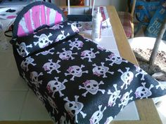 My daughter and I made a bed for her Monster High dolls out of some fabric, paint, and a shoebox! Monster High Crafts, Monster High Dolls, How To Make Bed, Shoe Box, Toddler Bed, Daughter, Craft Ideas, Creative, Board