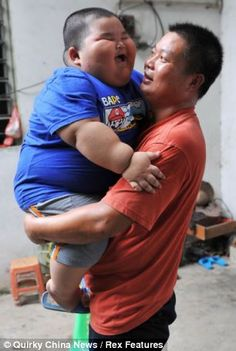 The fattest child from China weighs 57 kg at the age of three years Funny Baby Faces, Funny Baby Pictures, Funny Babies, Funny Kids, Baby Photos, Cute Kids, Cute Babies, Chinese Babies, Asian Babies