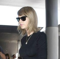 Taylor Swift in RayBan Wayfarer Sunglasses www.foursunnies.com Wayfarer Sunglasses, Taylor Swift, Ray Bans, Long Hair Styles, Beauty, Fashion, Moda, Fashion Styles, Long Hairstyle