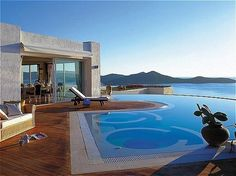 Elounda Beach Hotel- Crete: wow, this is an amazing place located on Crete´s northeastern coastline. Highlights include the dramatic location, Chenot spa, and those sea view rooms..
