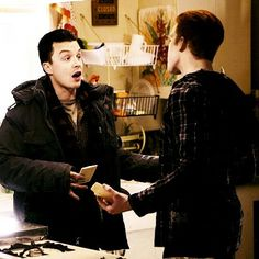 Ian and Mickey fight like a married couple Shameless Mickey And Ian, Shameless Tv Show, Ian And Mickey, Shameless Memes, Shameless Characters, Holy Diver, Noel Fisher, Cameron Monaghan, Tough Love