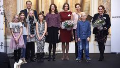 After a morning visit to the cardiology department at Herlev Hospital on the occasion of the Heart Association's very special celebration, Crown Princess Mary went to central Copenhagen to  distribute research grants at the Hotel d'Angleterre.  On behalf of the Heart Foundation and the Children's Heart Foundation she handed scholarships to three selected researchers whose research will make a big difference in the treatment of Danish heart patients, both now and in the future. 25 November…